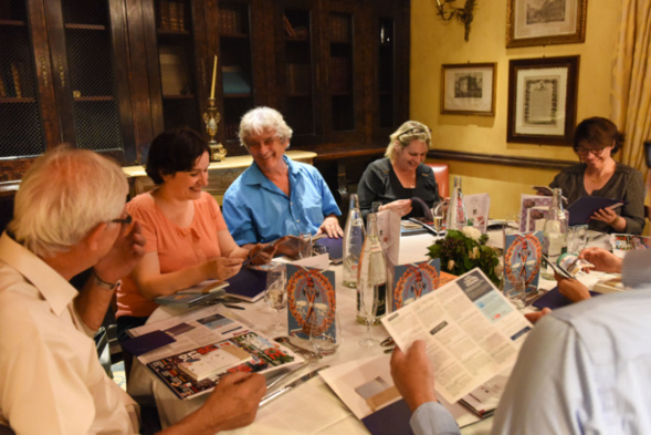 Dans ce jury, autour de la table, la bonne humeur rime avec rigueur. Patrick Viveret en est la preuve vivante ! Photo Catherine Cros -