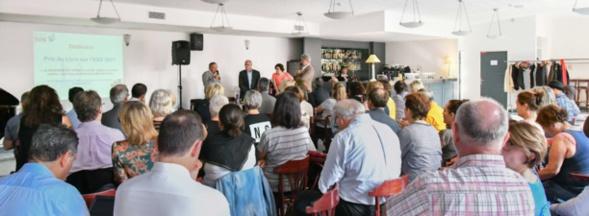 Michel Porta a exprimé devant un public nombreux son plaisir d'avoir été récompensé avec François Kerfourn. Photo Catherine Cros.