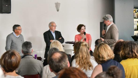 C'est Camille Dorival, PDG d'Alternatives Economiques, qui représentait le jury. Patrick Gobert a profité de son expertise du monde coopératif pour lui poser plein de questions. Photo Catherine Cros.