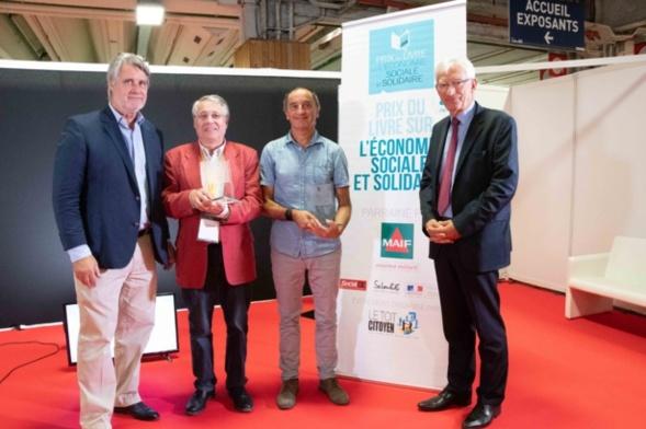 Roger Belot et Patrick Gobert  entourent Denis Lefèvre (à gauche) et Jean-François Draperi, les lauréats 2018. Photo Catherine Cros -