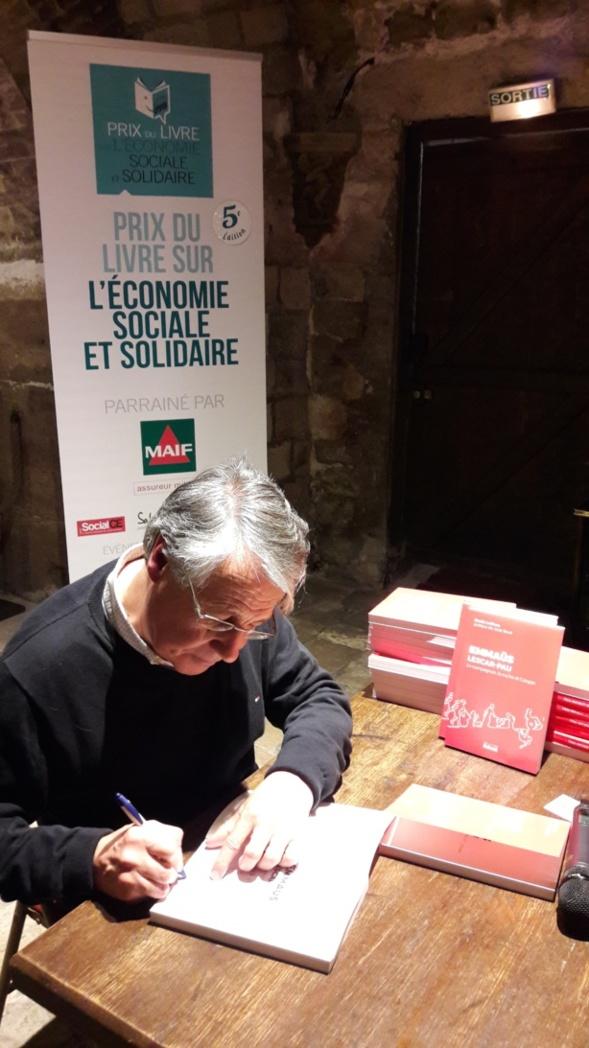 Près de 80 livres à dédicacer pour un Denis Lefèvre fier de son Prix et heureux de rencontrer des lecteurs nouveaux - Photo Agence de Relations Presse -