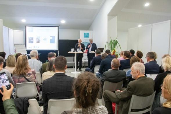 Roger Belot a rappelé les valeurs du Prix, communes à celles de la MAIF et du Club des CE Citoyens - Photo Catherine Cros
