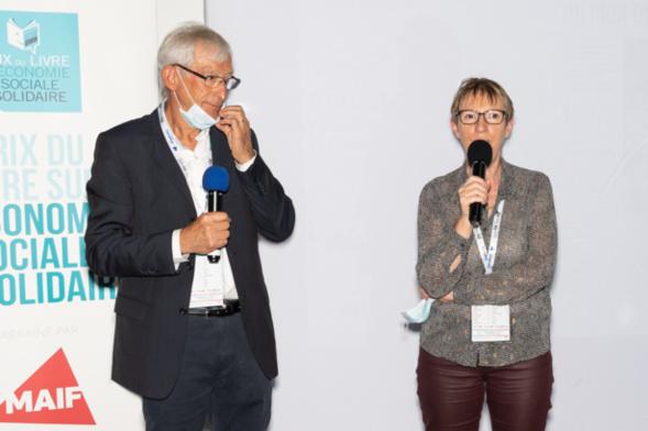 D'autres mains fertiles..., celles d'Annick Valette (vice-présidente de la MAIF) ont salué chaleureusement le choix de Béatrice Barras - Photo : Jacques Martin -