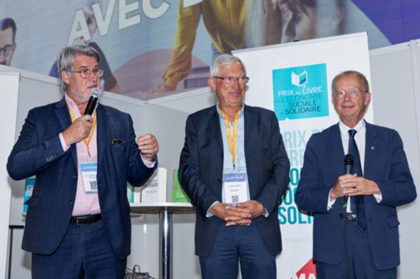 """Patrick Gobert souligne l'immense carrière de Thierry Jeantet, carrière consacrée à l'ESS, et se félicite du choix du Jury d'avoir choisi son ouvrage comme lauréat de la catégorie """" Experts """" - Photo : Jacques Martin -"""