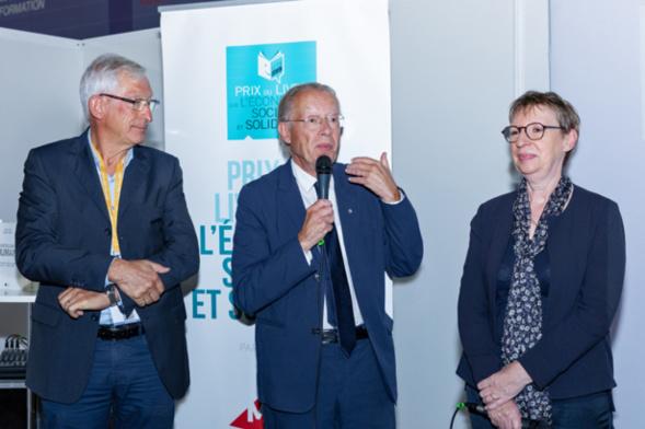 Thierry Jeantet, heureux et ému de cette récompense, remercie le Jury, la MAIF et le Toit Citoyen. Il profita également de cette prise de parole pour insister sur la dimension européenne de l'ESS qu'il n'a cessé de défendre et de promouvoir au travers de ses divers mandats et missions - Photo : Jacques Martin -