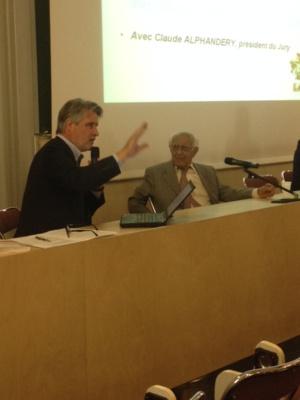 Patrick Gobert présente à la presse Claude Alphandery, le président du Jury.