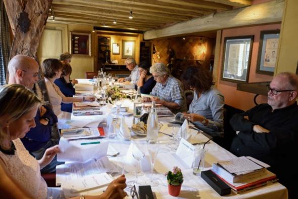 En l'absence du président, excusé, les jurés préparent leurs interventions respectives - photo : Catherine Cros