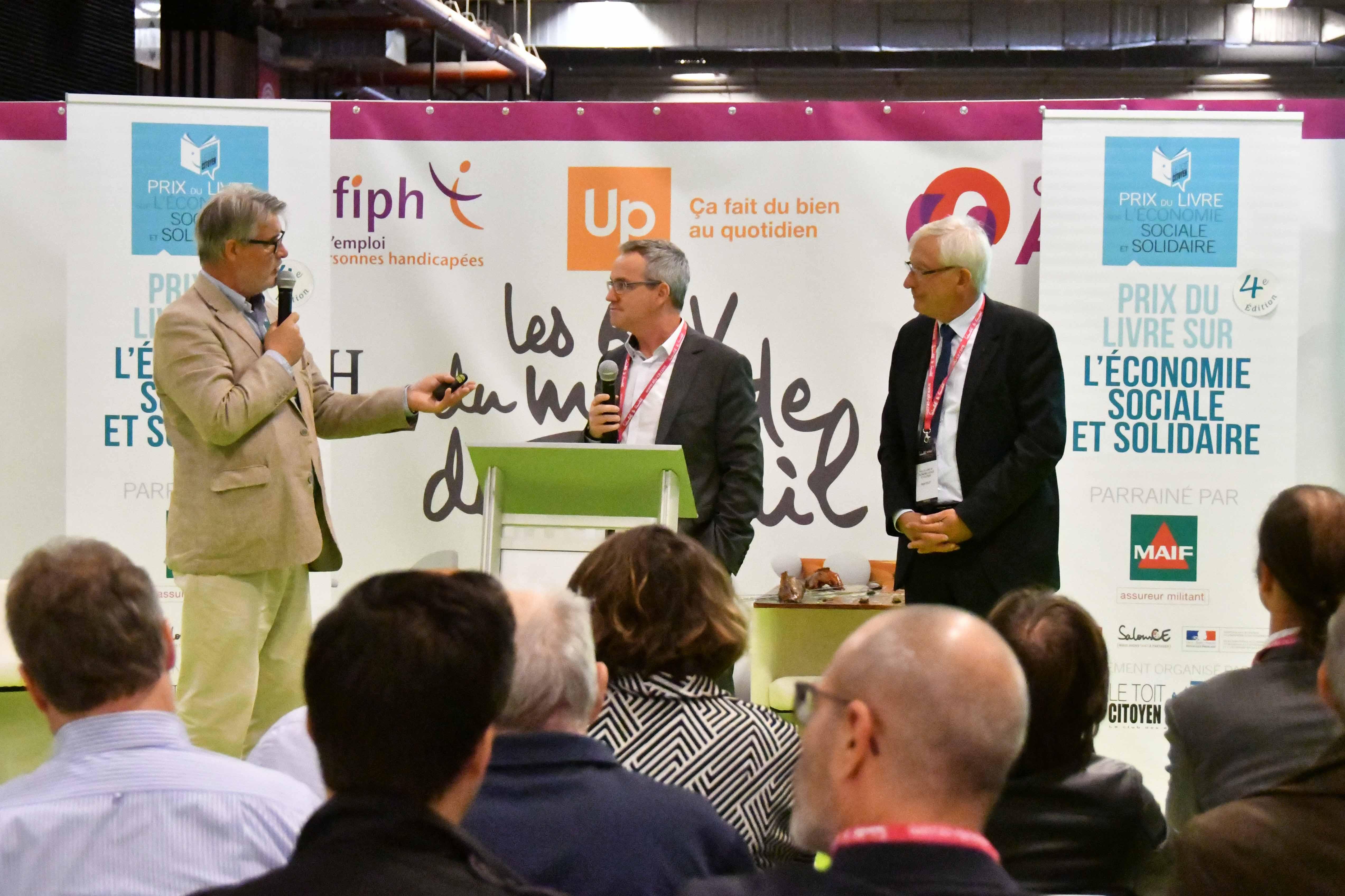 Thierry Monminoux a beaucoup discuté avec les participants du Prix après son intervention à la tribune - Photo : Catherine Cros.