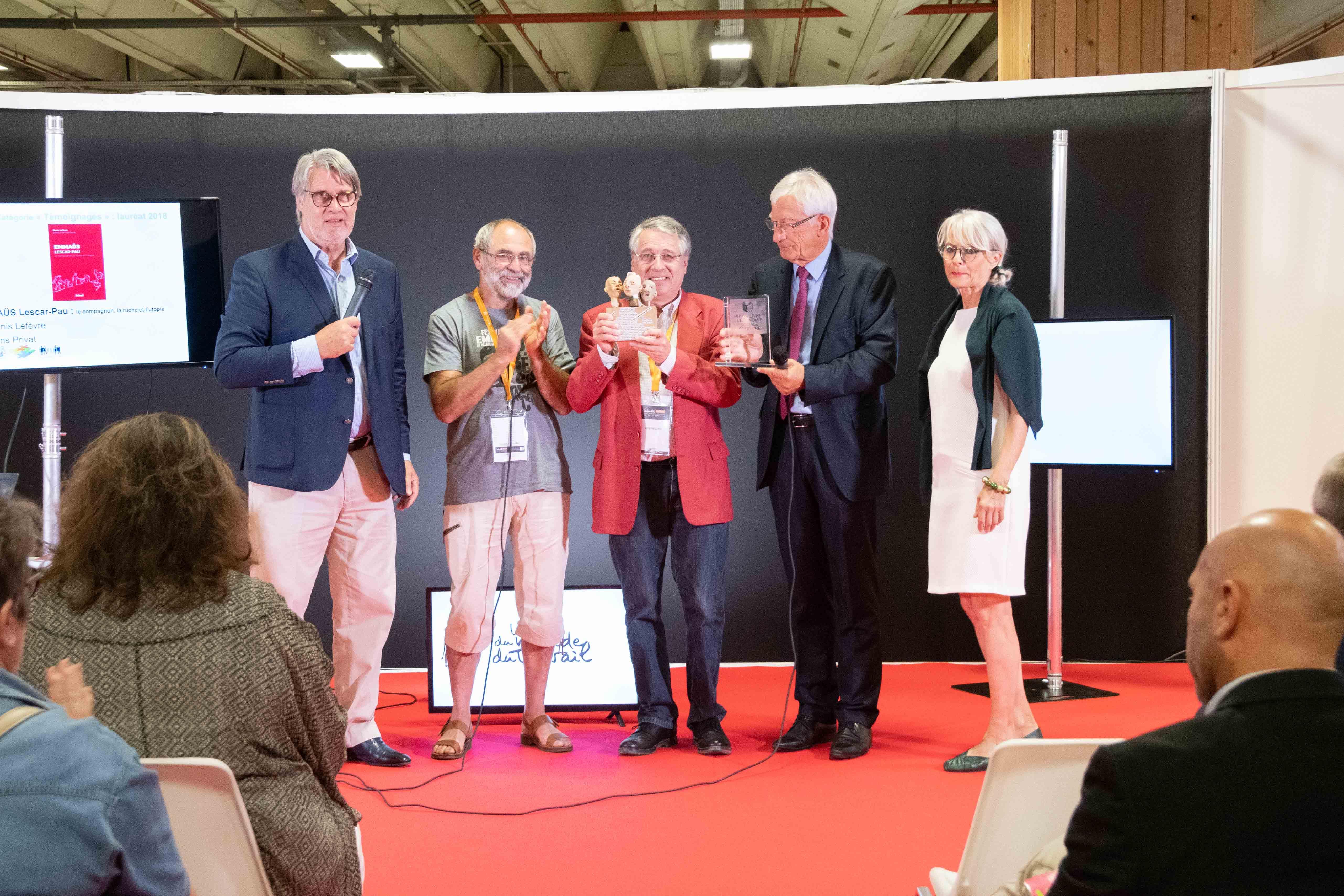 Denis Lefèvre et Germain Sahri heureux de leur trophée et de la sculpture exprimant l'ESS.... Photo : Catherine Cros -