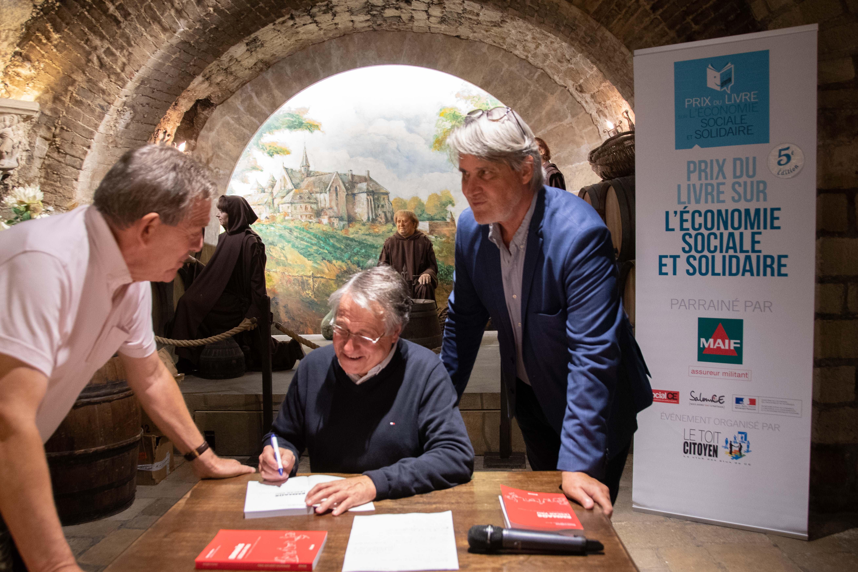 Près de 80 livres dédicacés par Denis Lefèvre, prix du Livre ESS 2018 lors de la Matinée Citoyenne au Musée du Vin !