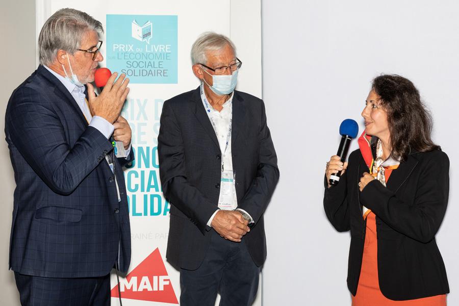 Patrick Gobert demande à Astrid Hurard-Ritali de raconter son parcours d'élue de CE puis d'artiste....Un tableau réalisé par la peintre choisie par le Club des CSE comme artiste de la saison 2020/2021 sera offert à chaque lauréat - Photo : Jacques Martin -