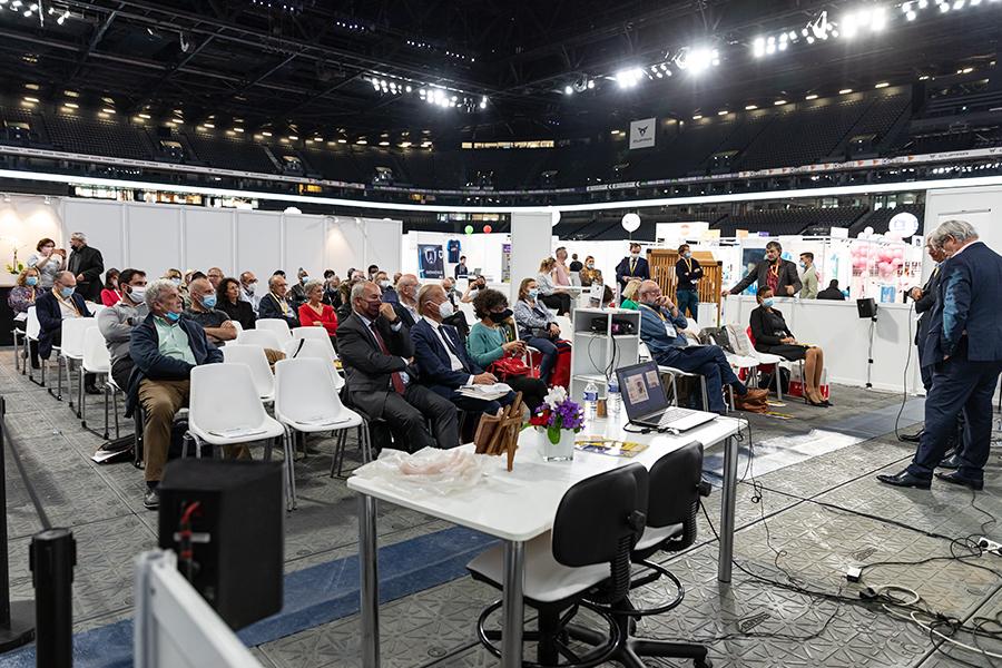 L'espace Rencontres de SalonsCE à la Défense Arena était pratiquement plein pour assister à cette huitième remise de prix parrain épar la MAIF - Photo : Jacques Martin -