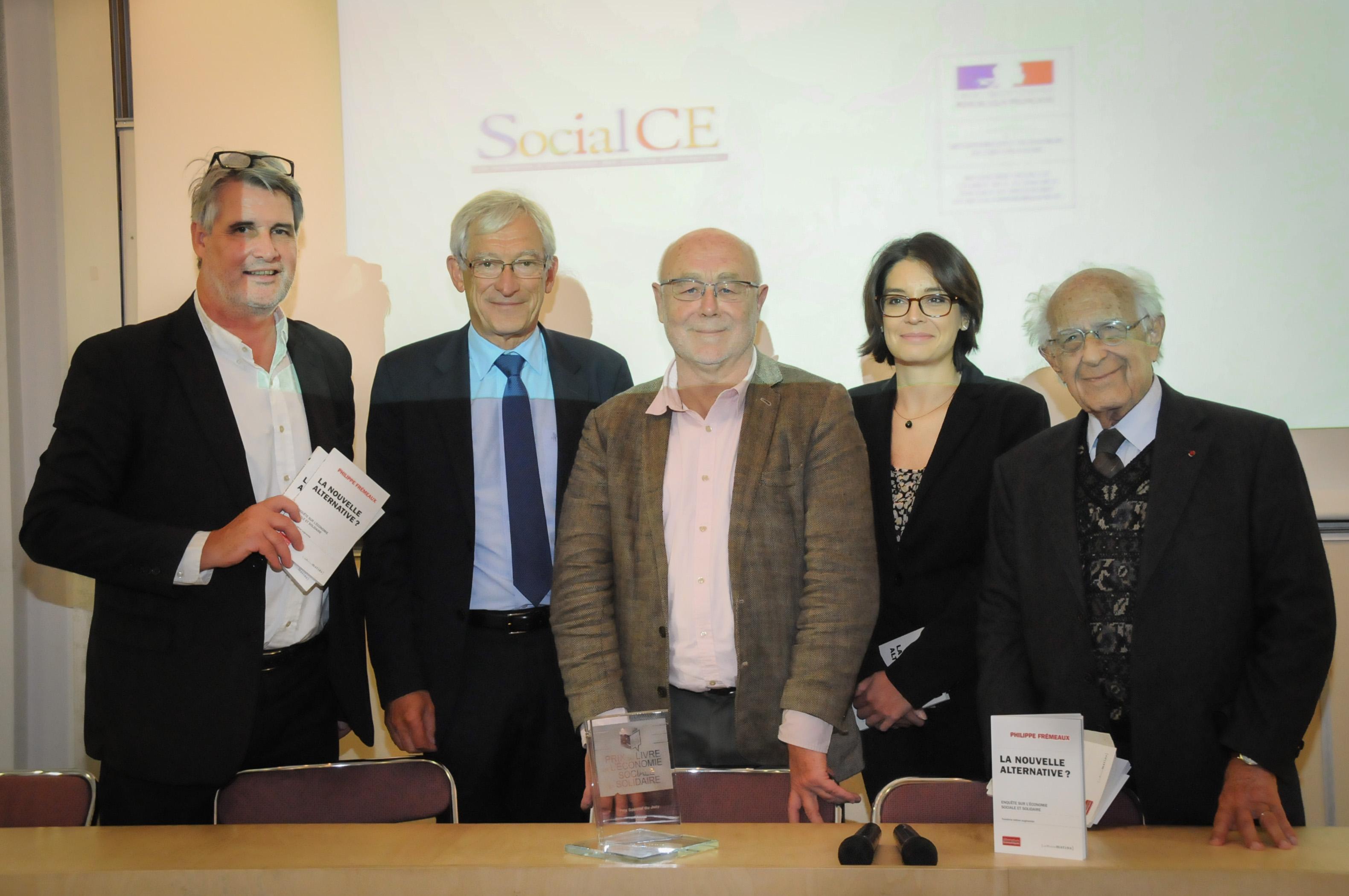 Roger Belot, entre patrick Gobert et Philippe Frémeaux, s'est félicité que la MAIF qu'il a présidée pendant de longues années, ait décidé de parrainer le Prix de l'ESS et a évoqué les valeurs communes entre tous les acteurs présents sur cette photo de Catherine Cros.