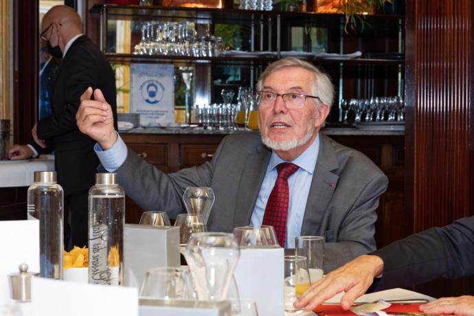 Le président Jean Auroux commente la sélection 2020/2021 et rappelle le règlement du Prix et de ses deux catégories - Photo : Jacques Martin -