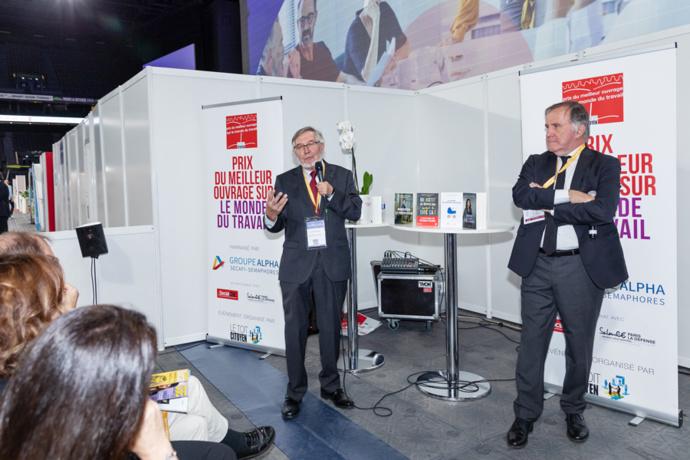 Avec Pierre Ferracci, le président du Groupe Alpha qui parraine le prix depuis 10 ans, Jean Auroux commente la sélection 2020/2021 ainsi que l'actualité des CSE dans la période compliquée que nous vivons actuellement - Photo : Jacques Martin -