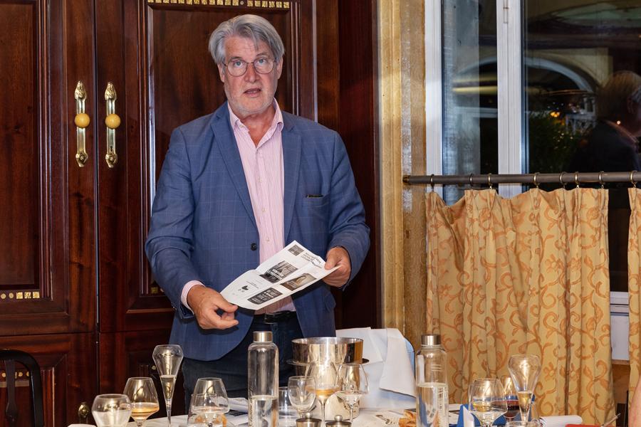 """Patrick Gobert ne vote pas mais dépouille les bulletins.... Rappelons l'unanimité pour la catégorie """" Témoignages """" avec la lauréate Linda Kebbab - Photo : Jacques Martin -"""