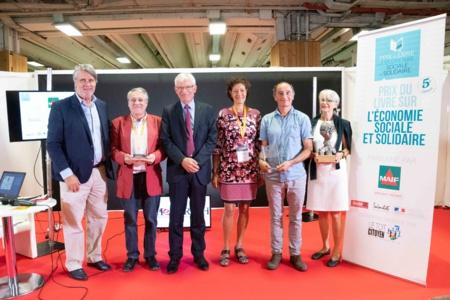 Prix du Livre sur l'ESS : Thierry Monminoux, vice président de la MAIF, Roger Belot, président du Jury et Jean Auroux, parrain du Club des CE Citoyens ont récompensé les lauréats de la 4 ème édition (voir blog) - Photo Catherine Cros-2017