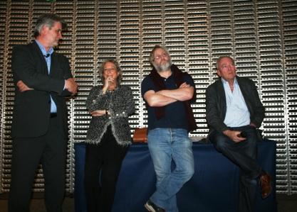 Patrick Gobert, directeur du Toit Citoyen, Dominique Antoine, Bernard-Pierre Donnadieu et Yves Boisset à la tribune du Toit Citoyen