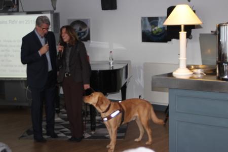 """Invitée d'honneur, Hava Hoxha et son chien-guide """" Miko """", présenté à tous les membres du club qui a contribué financièrement à son acquisition - Photo : Jean-Paul Berger"""