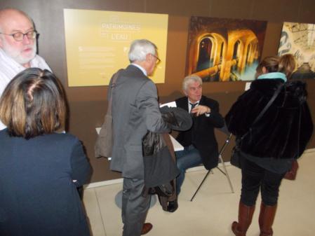 70 personnes ont fait dédicacer leur livre offert par le Club - Photo Tomy -