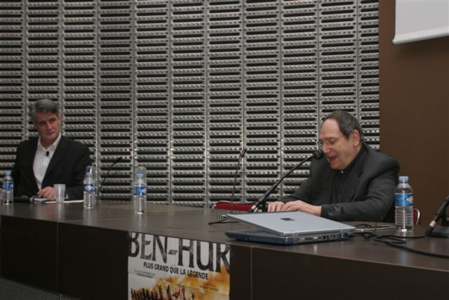 Robert Hossein était un géant de la production théâtrale et sa vie un roman !