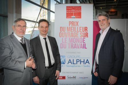 Jean Auroux, président du Jury, Jean-Pierre Lorillère, directeur de la caisse du Crédit Mutuel de la Défense et Patrick Gobert ont remis les prix de la 6 ème édition avec Pierre Ferracci, président du Groupe Alpha (absent sur la photo).