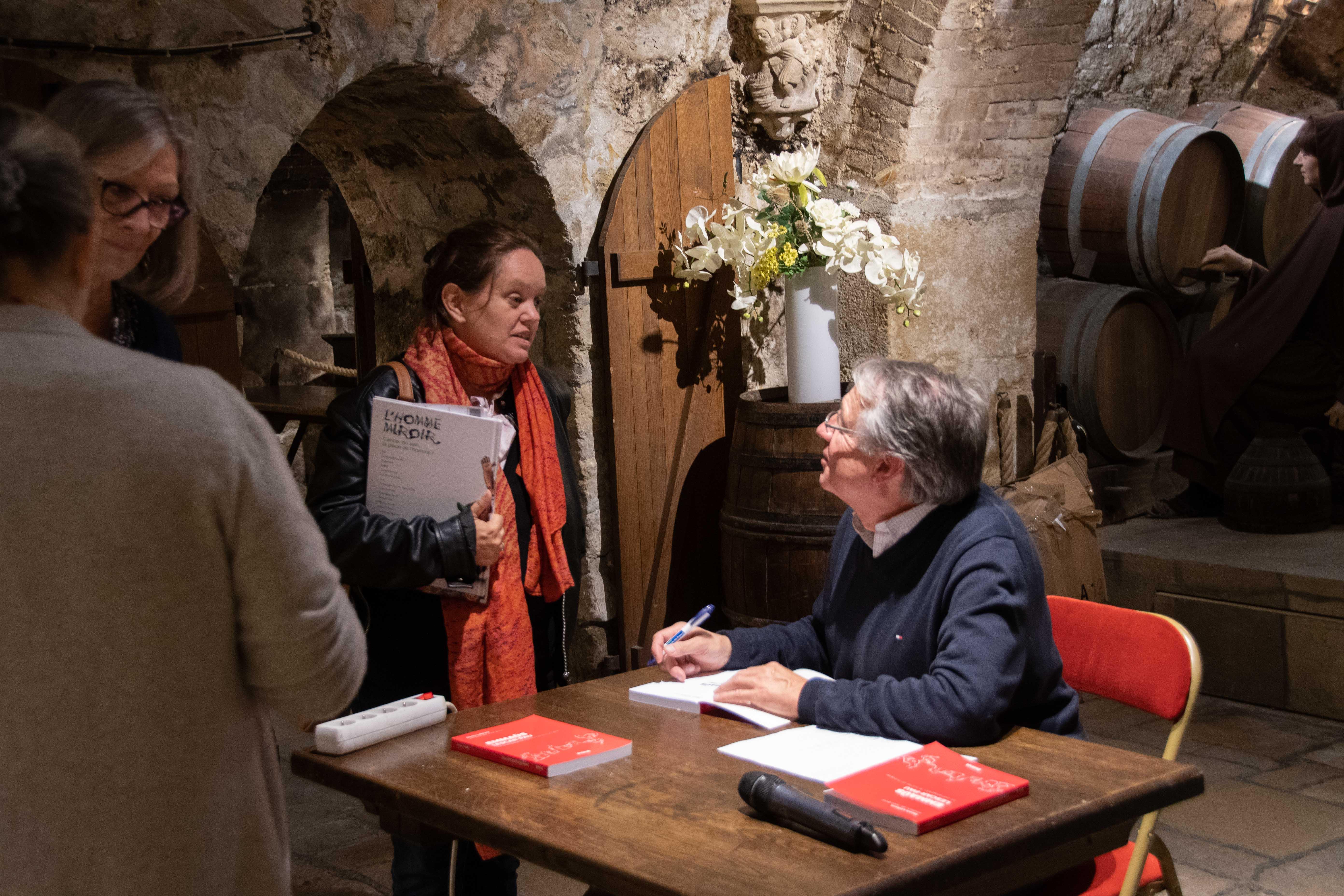 Denis Lefèvre a pris le temps de parler avec chaque personne - Photo Catherine Cros -